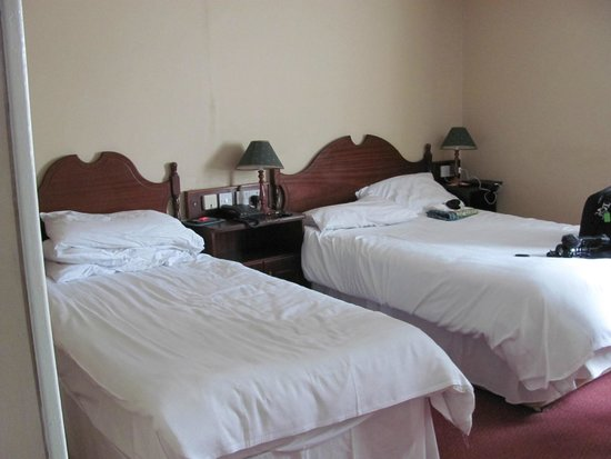 Cahir House Hotel: this is not a 4star room