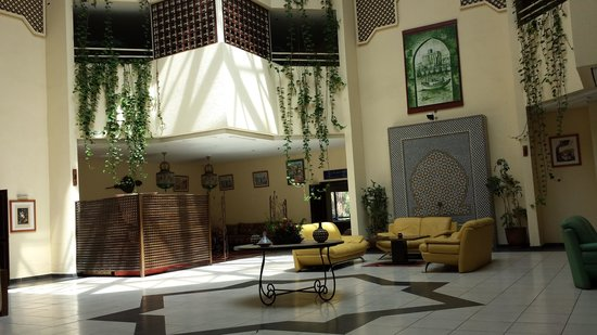 Golden Tulip Farah Safi : Hall intérieur