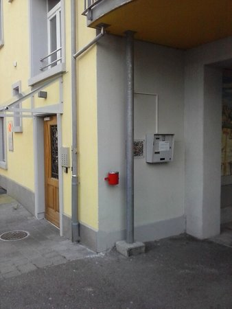Gertrudstrasse Guesthouse : the box where You have to enter the code to get Your key