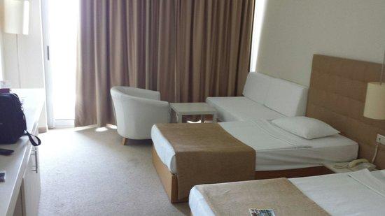 فندق كارفن سراي كوندو: I booked a single room, this was what I got.