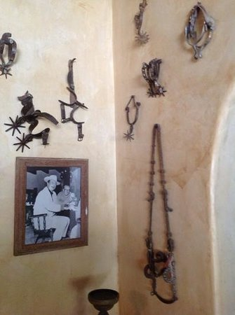 Stables Ranch Grill: Spurs and John Wayne decor
