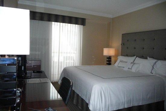 Granville Island Hotel: Room