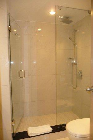 Granville Island Hotel: Bathroom
