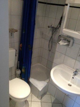 City Pension Storch II : Bathroom