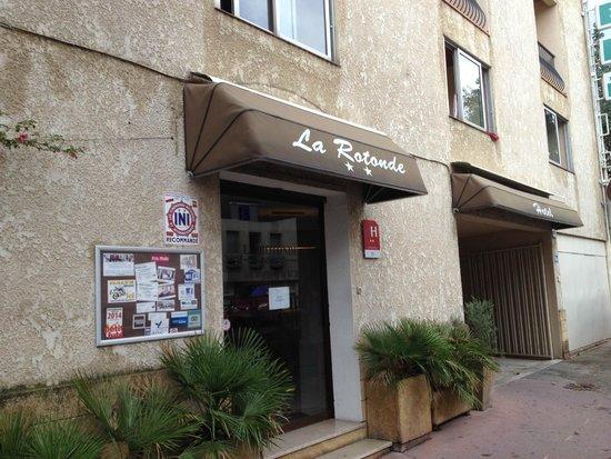 Hotel la Rotonde: Вход в отель