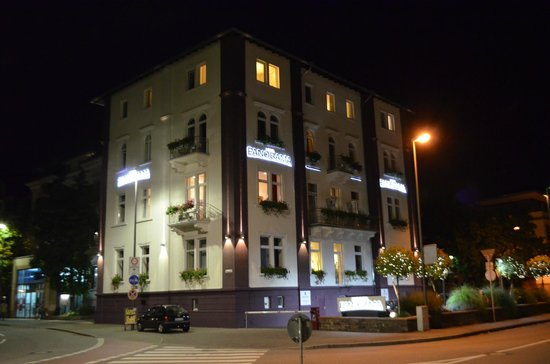 Hotel Panorama: THE HOTEL BY NIGHT