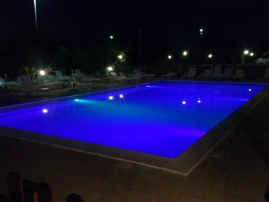 Il Giardino del Sole: piscina di sera