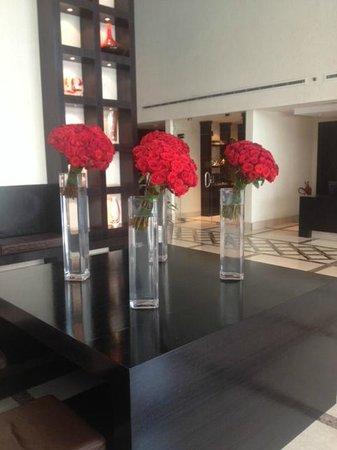 InterContinental Al Khobar : Daily fresh roses in reception..