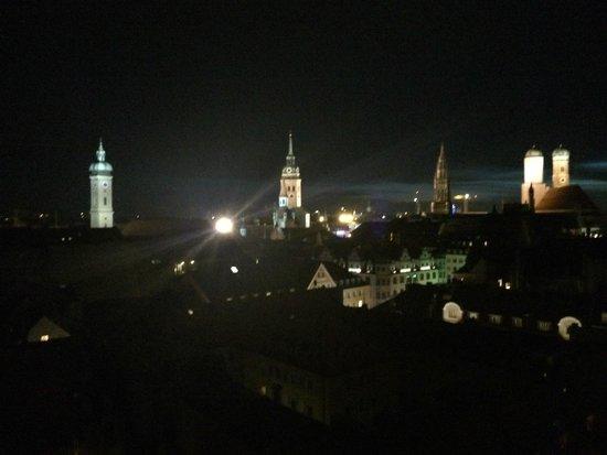 Mandarin Oriental, München: Blick von der Dachterrasse