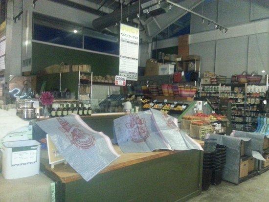 Oxbow Public Market : Oxbox Produce & Grocery