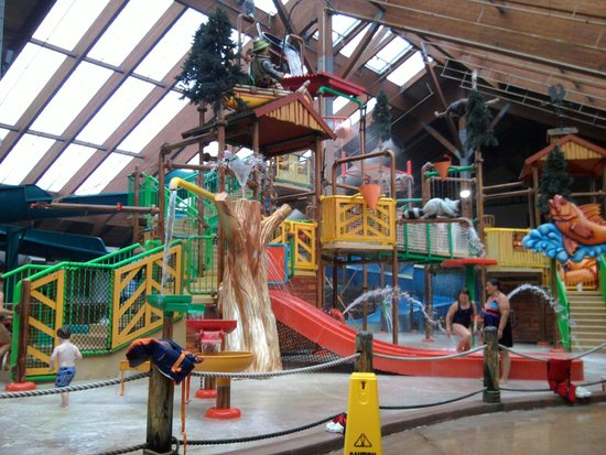 Six Flags Great Escape Lodge & Indoor Waterpark: Water Park Fun!