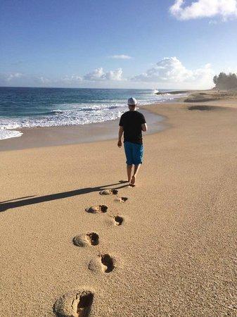 Ke Iki Beach Bungalows: Morning walk on the beach