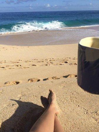 Ke Iki Beach Bungalows: Morning cup of joe on the beach