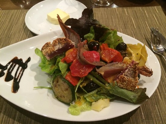 Mövenpick Hotel Lausanne: My Niçoise salad for dinner at the international restaurant