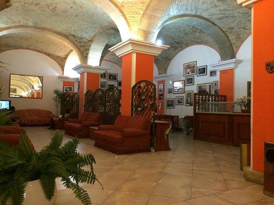 Hotel 4 Mori: Лобби в Сардинском стиле