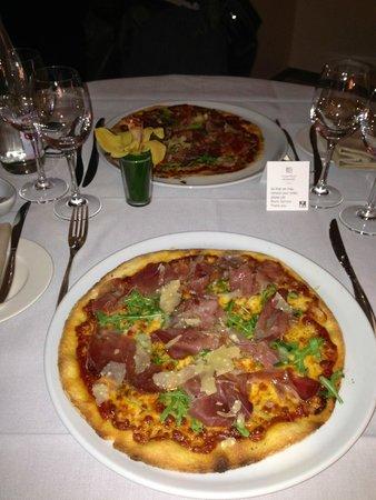 Grand Hotel Kempinski Geneva: pizza deluxe à l'huile de truffe