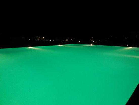 Anemi Hotel: La piscina di notte