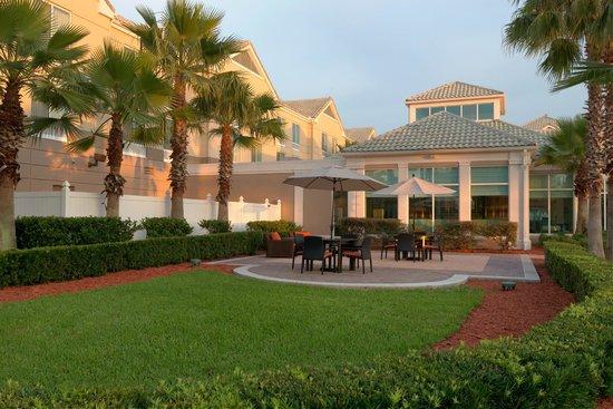 Hilton Garden Inn Orlando East/UCF Area : Courtyard
