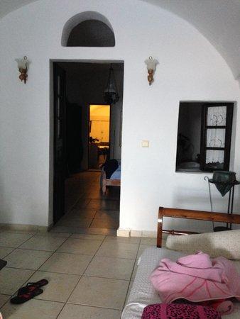Hotel Sunny Villas: Inside our room.