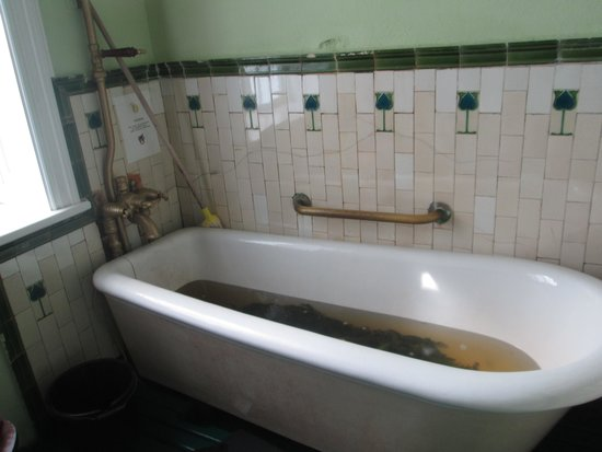 Kilcullen's Seaweed Baths: seaweed bath Inniscrone