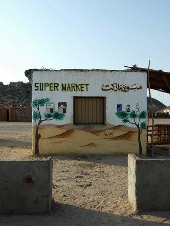 Falco Safari : suermarket w wiosce