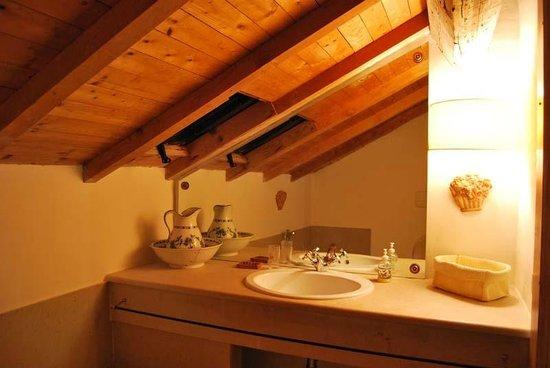 Bagno in mansarda foto di casale dei lauri rodi garganico
