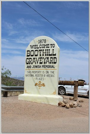 Boothilll Graveyard : Boothill parking lot sign