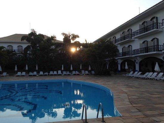 San Raphael Country Hotel: Por do sol na área da piscina