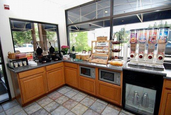 Best Western Alpenglo Lodge: Breakfast Bar