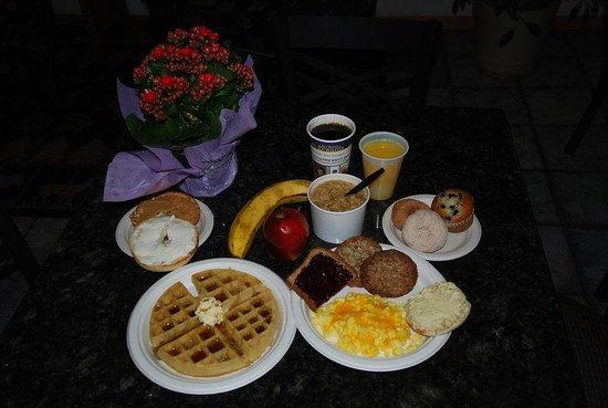 Best Western Alpenglo Lodge: BW Breakfast Full