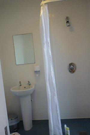 Snoozles Hostel : salle de bains