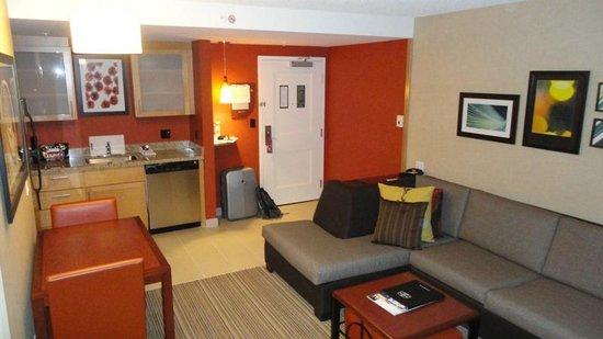 Residence Inn by Marriott Calgary Airport: Bedroom