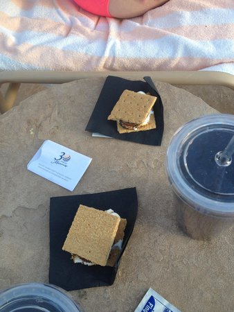 Marriott's Canyon Villas: S'mores poolside?! Heck yes!