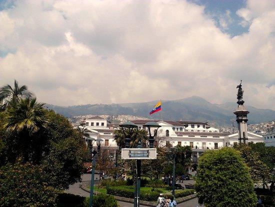Vista de Plaza Grande con Palacio de Gobierno