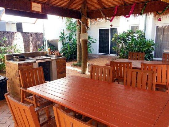 Coral Tree Inn: Zona comunitaria de BBQ