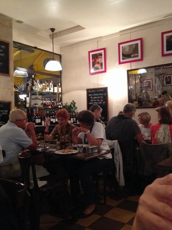 AU VIEUX COMPTOIR : Nice atmosphere and excellent food