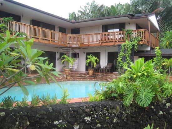 Secret Falls Retreat: Pool view
