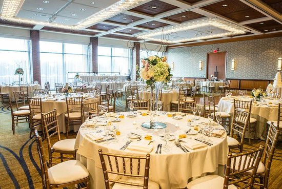The Hyatt Lodge at McDonald's Campus : Searching for a great Oak Brook wedding venue? This indoor space is quite popular.
