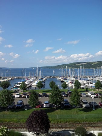 Watkins Glen Harbor Hotel: view of Senaca Lake from our room