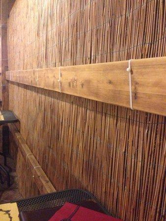 Ristorante Il 13 : Parete di bambù con fascette