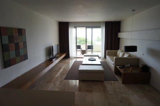 Privilege Aluxes: living room area