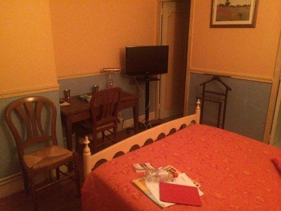 Logis Manoir de la Giraudiere: Bedroom