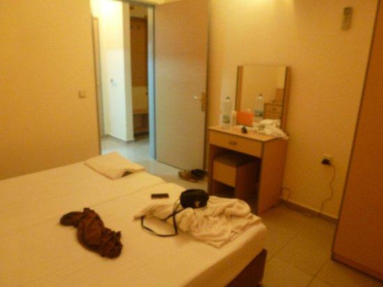 Amphi Apartments & Studios: Bedroom room 302
