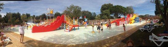 Yelloh! Village Le Sérignan-Plage : Panorama picture of the wonderful kids pool