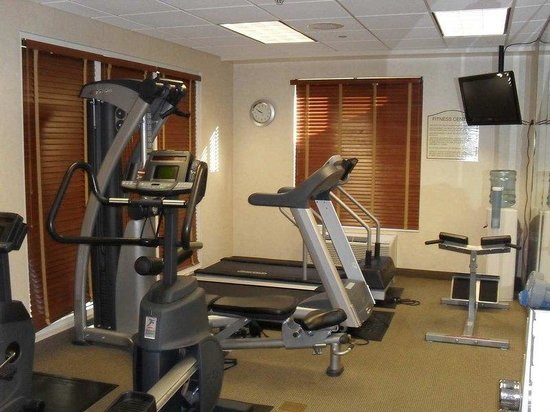 Hilton Garden Inn Westbury: Fitness Center