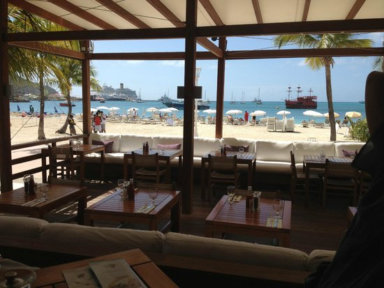 Holland House Beach Hotel : View through restaurant at Holland House Hotel