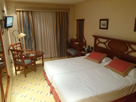 Labranda Reveron Plaza: habitación con 2 camas
