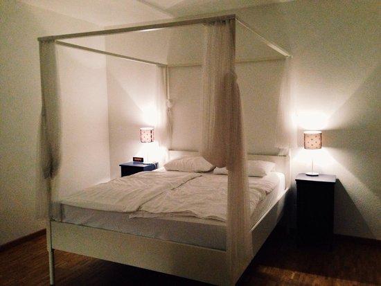 Maraini Resort: Love the beds... :)