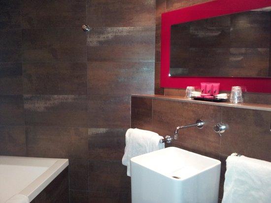 Hotel le Chat Noir: bathroom