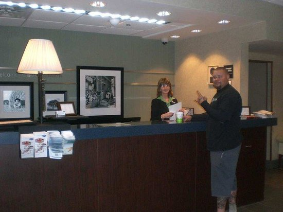 Hampton Inn Buckhannon: Front Desk